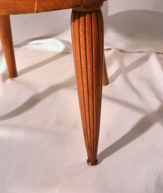 A pair of Art Deco chairs made in Paris - detail leg