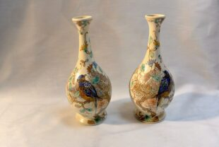 A pair of white-baked clay vases - Zuid-Holland, Gouda
