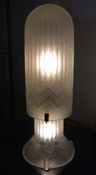 Daum Nancy - Art Deco table lamp of clear glass