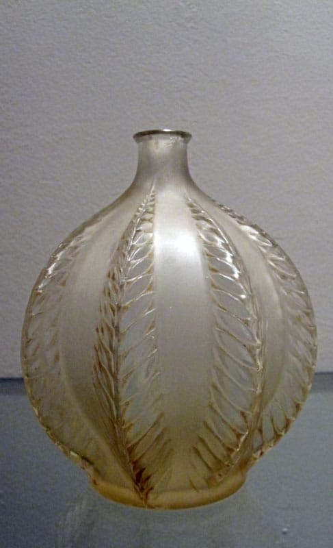 Glass vase from Lalique with decor 'Malines'